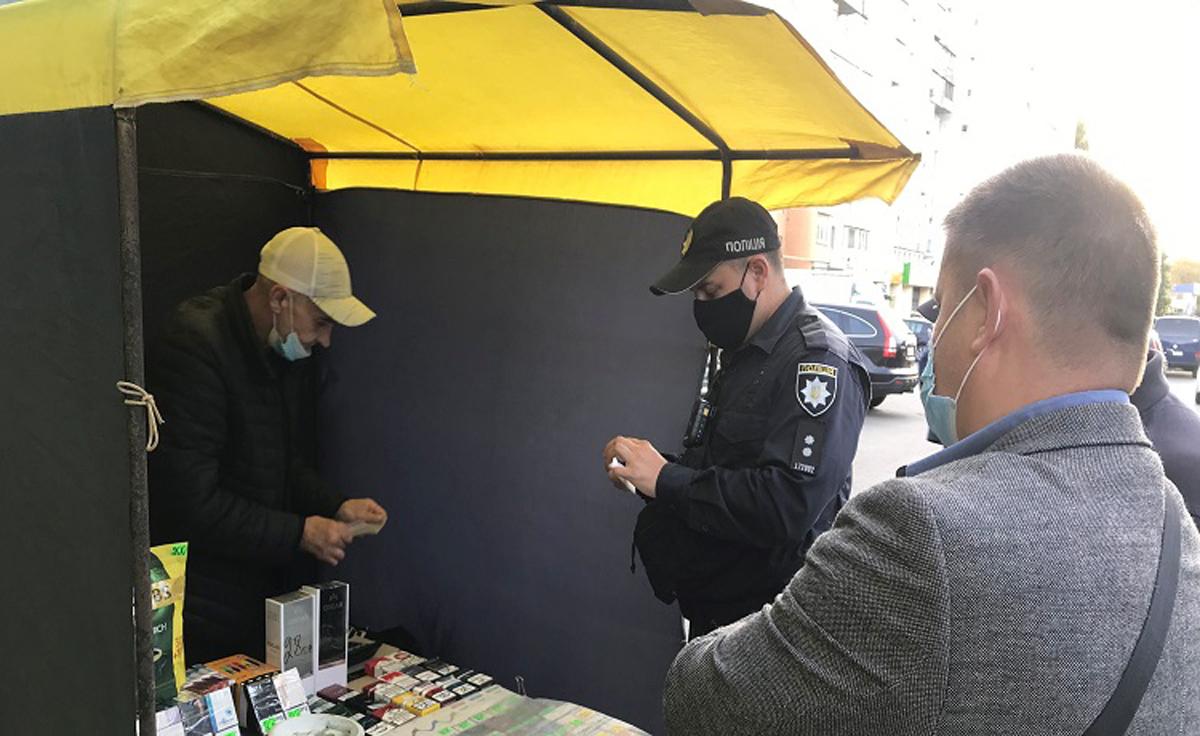 В Харькове - проверки киосков с сигаретами. Налоговая и полиция