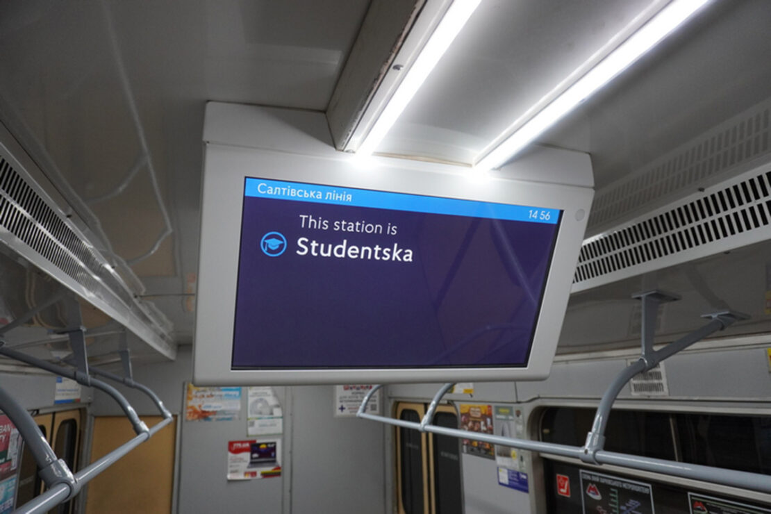 Мониторы в вагонах метро Харькова: для чего они