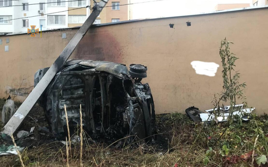 Пьяный водитель врезался в столб на улице Драгоманова в Харькове