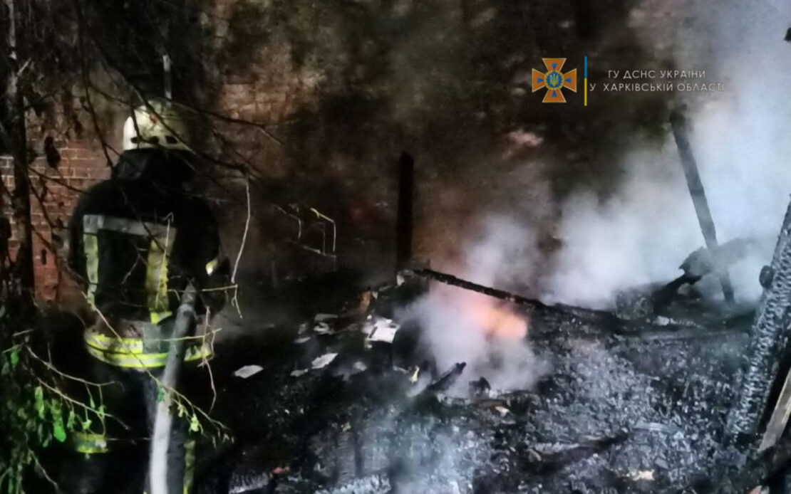 Пожар на улице Сумской, 112 в Харькове: пострадали два автомобиля