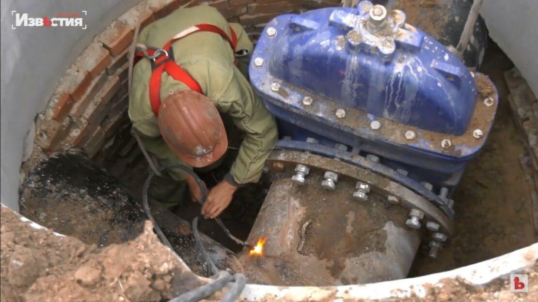 Новости Харькова: На Павловом Поле меняют трубы после аварии