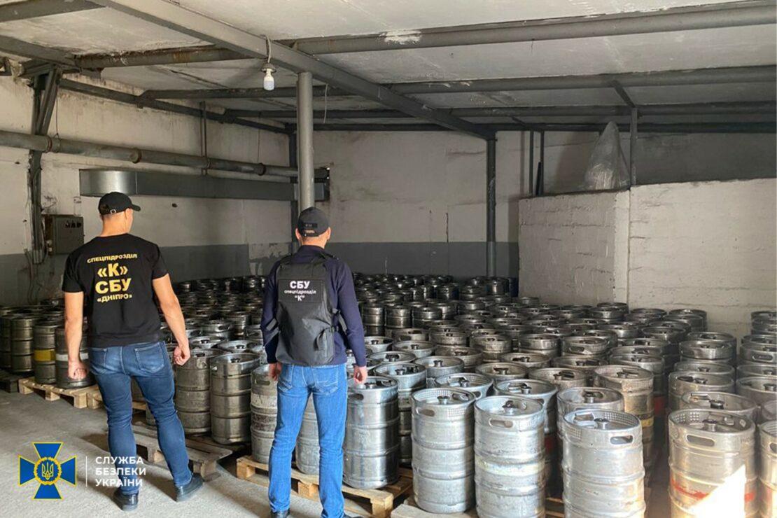 В Харькове продавали контрафактный алкоголь: СБУ накрыла завод в Днепропетровской области