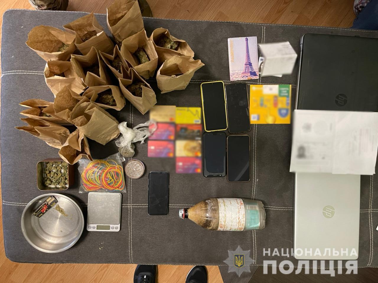 В Харькове нигериец продавал наркотик - шишки конопли. Наркотики Харьков