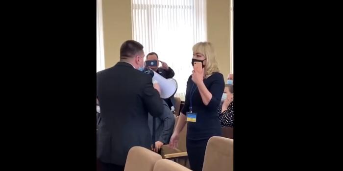 Новости Харькова: В Изюме депутат от ОПЗЖ напал на журналистку