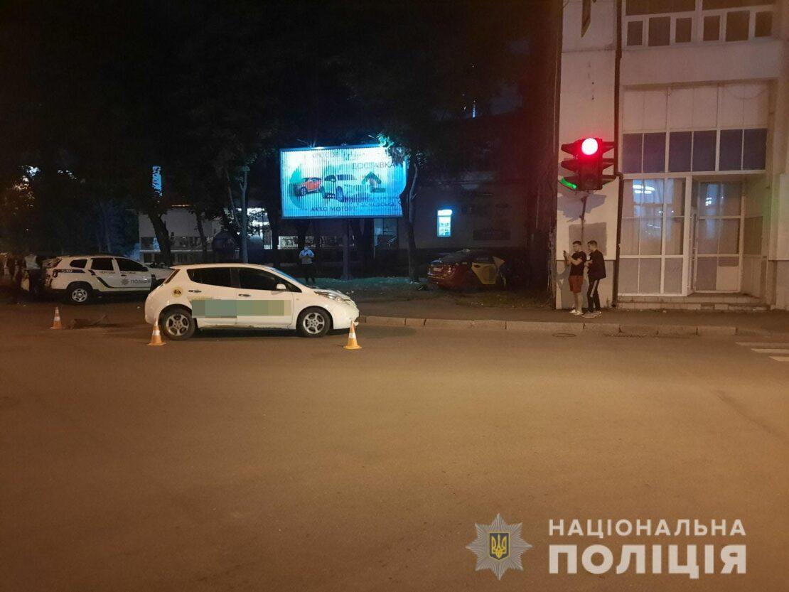 ДТП в Харькове: Столкнулись такси, пострадали ребенок и женщина