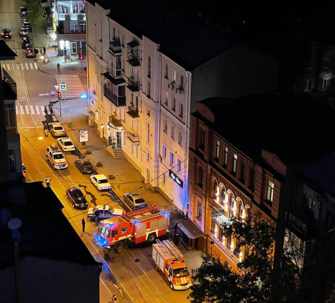 Пожар в гостинице Four Rooms City в Харькове: эвакуировали 10 человек