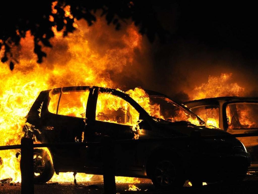 Пожар на Харьковщине: В селе Эсхар горел автомобиль Toyota RAV4