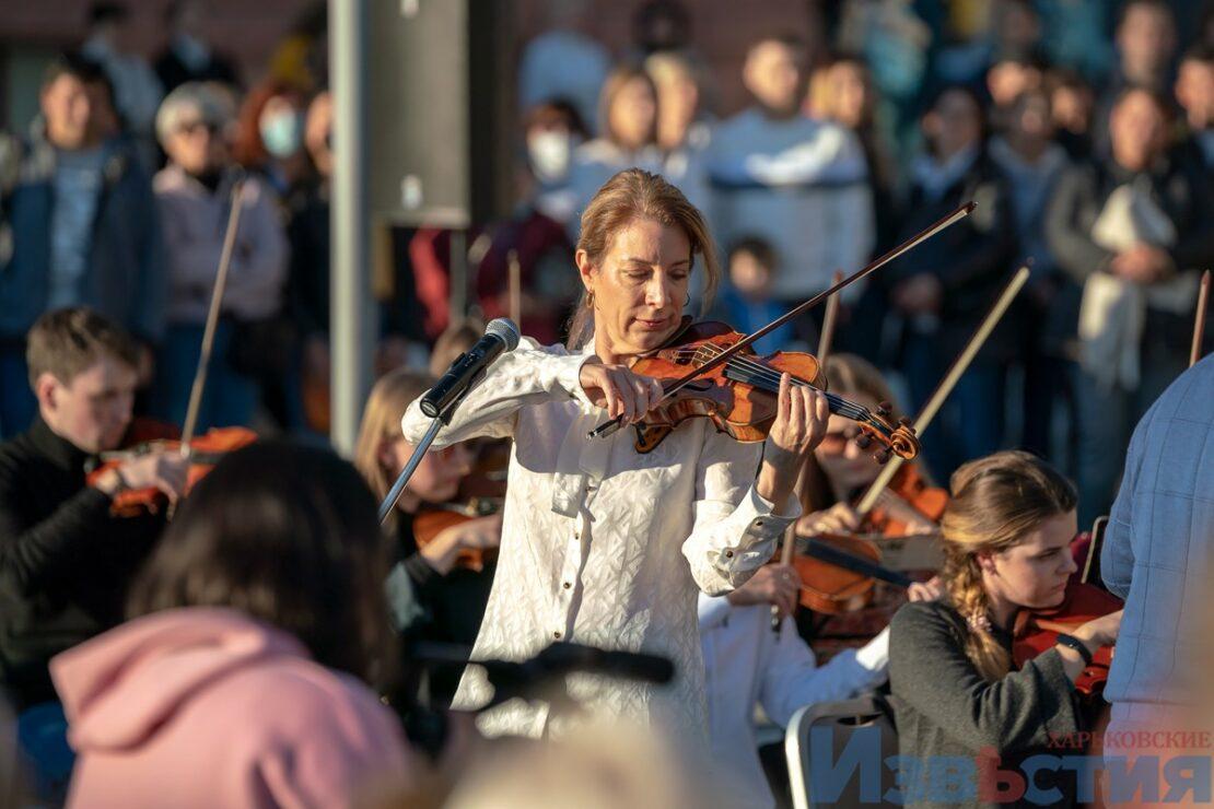 Новости Харькова: На Госпроме звучала Красная скрипка с оркестром