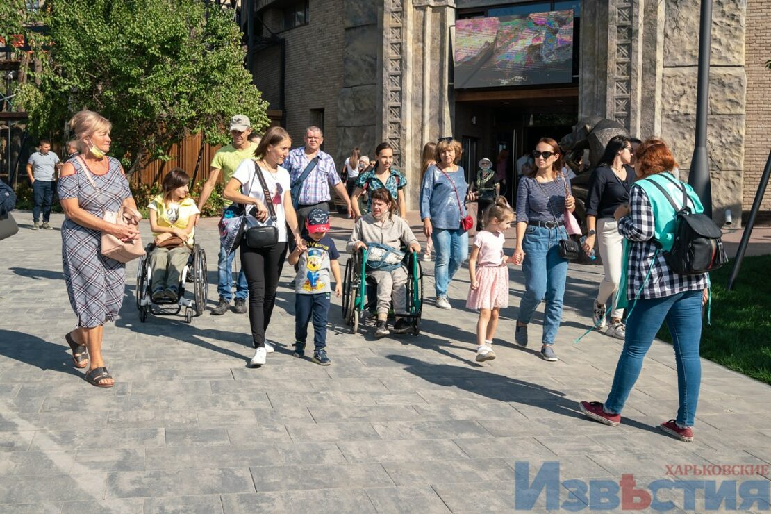В Харьковском зоопарке провели экскурсию для инвалидов-колясочников. ФОТО | Первая Столица Харьков