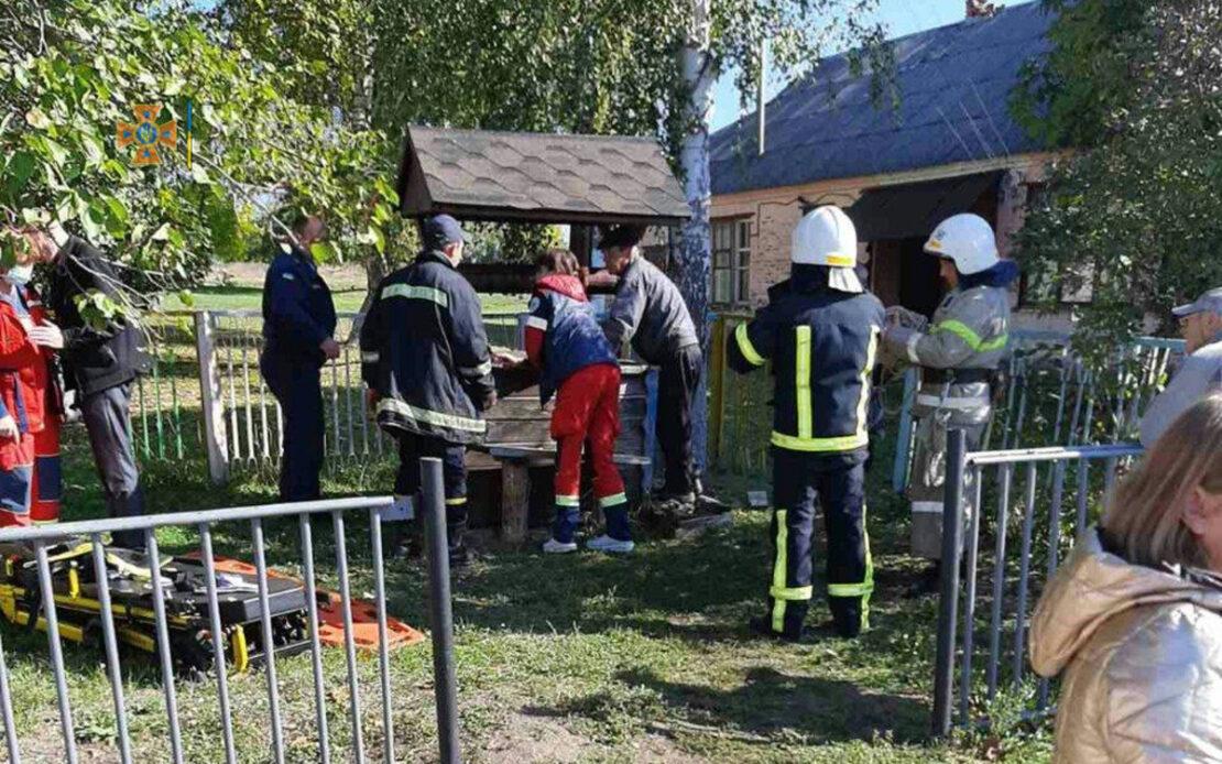 Девушка упала в колодец в поселке Борки под Харьковом