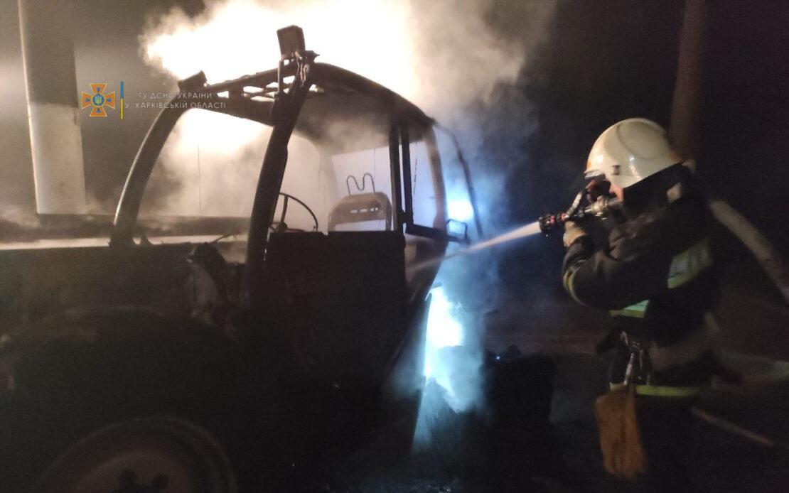 Под Харьковом в селе Высокополье ночью сгорел трактор