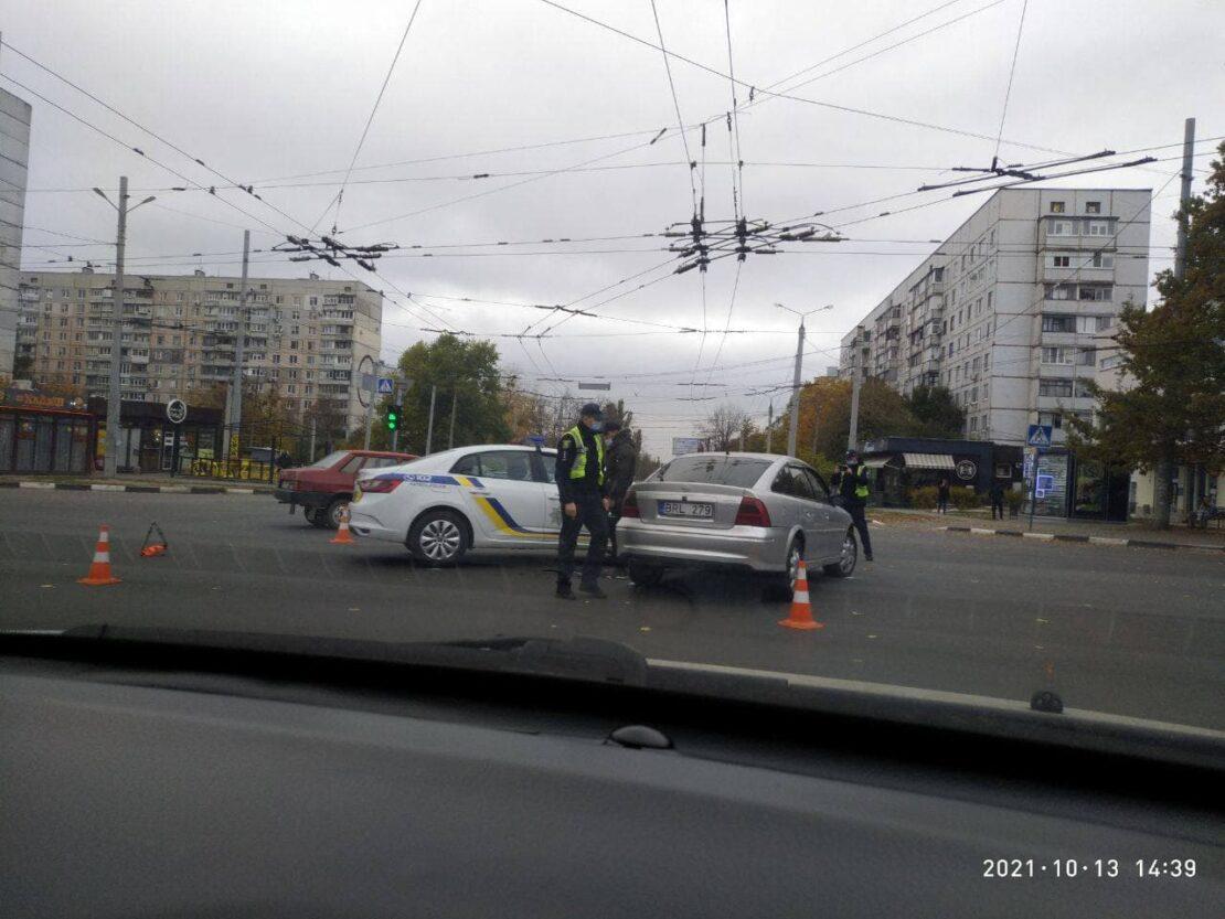 ДТП в Харькове с патрульными: на Салтовке евробляха подбила спецавтомобиль