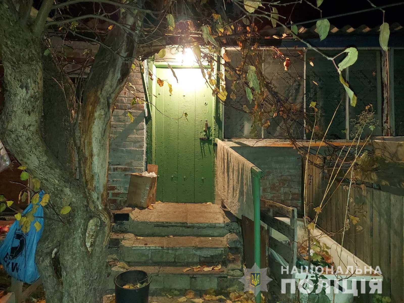 Убийство на Харьковщине: Мужчина зарезал женщину на даче в селе Юрченково