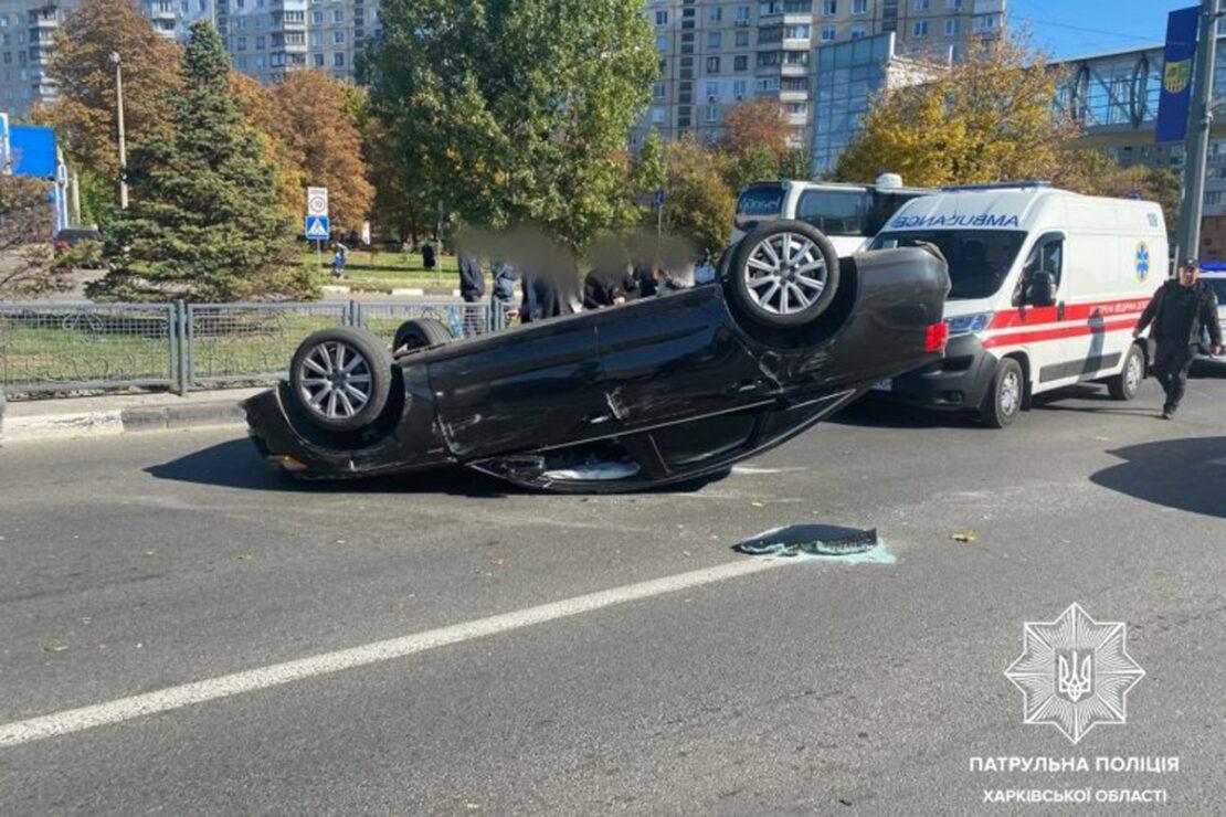 В Харькове Audi перевернулся на крышу на проспекте Гагарина