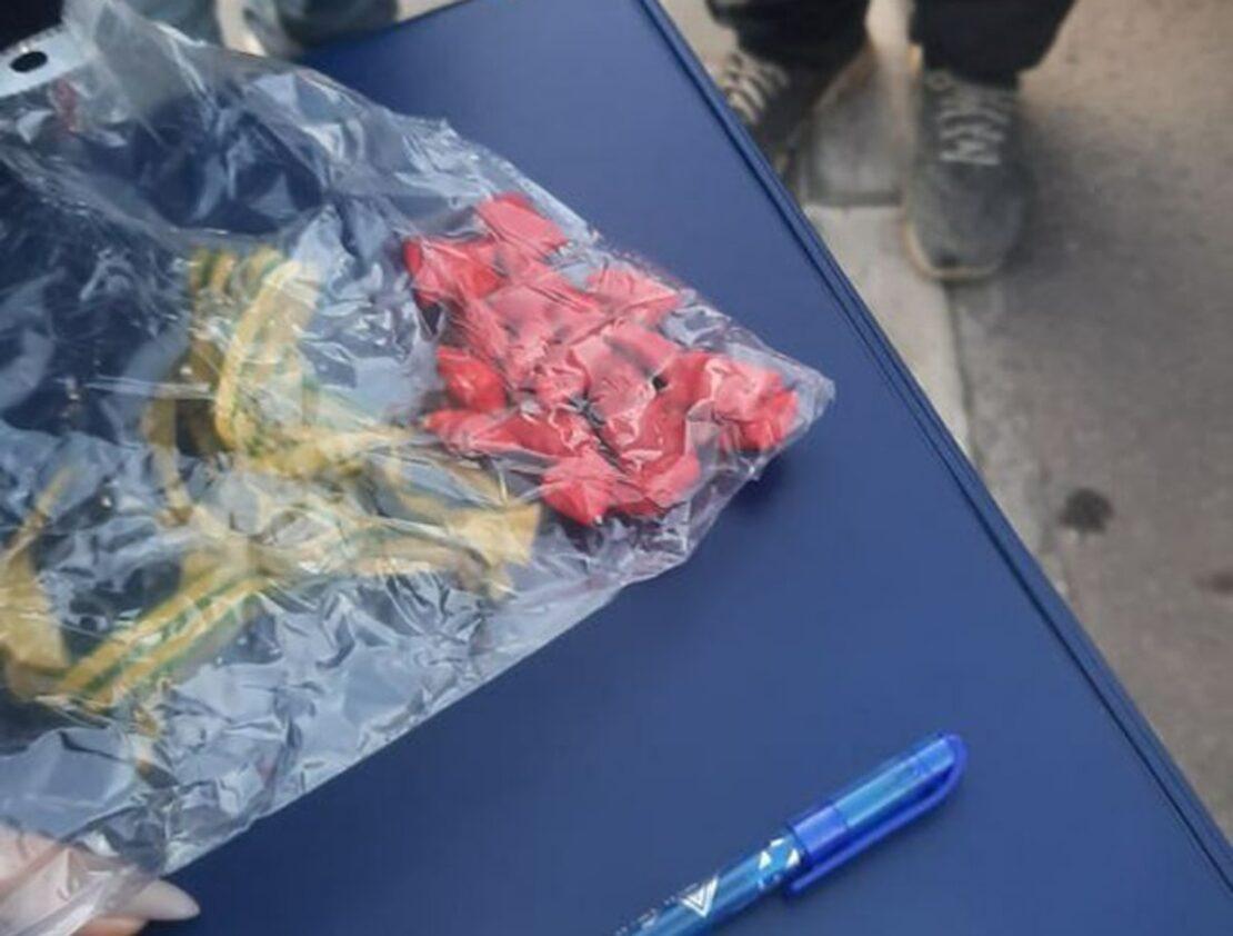 Наркотики Харьков: Закладчиков задержали на улице Авиахимической