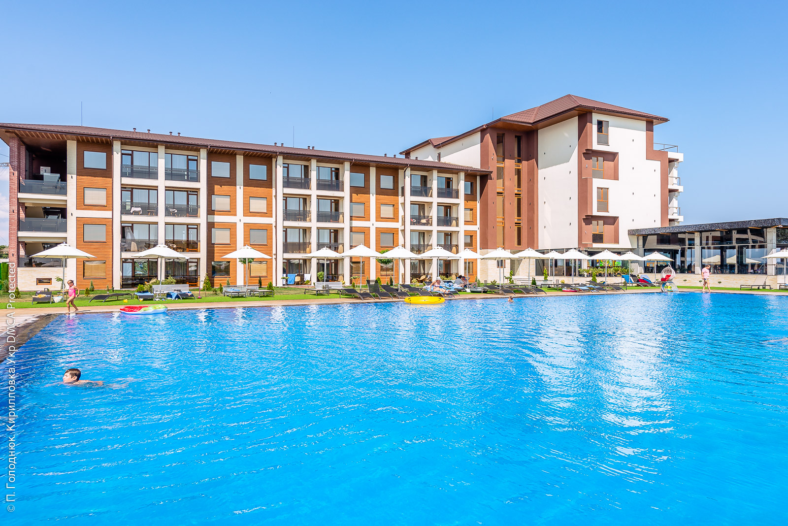 ТОП-11 отелей и баз для комфортного отдыха с бассейном в Кирилловке