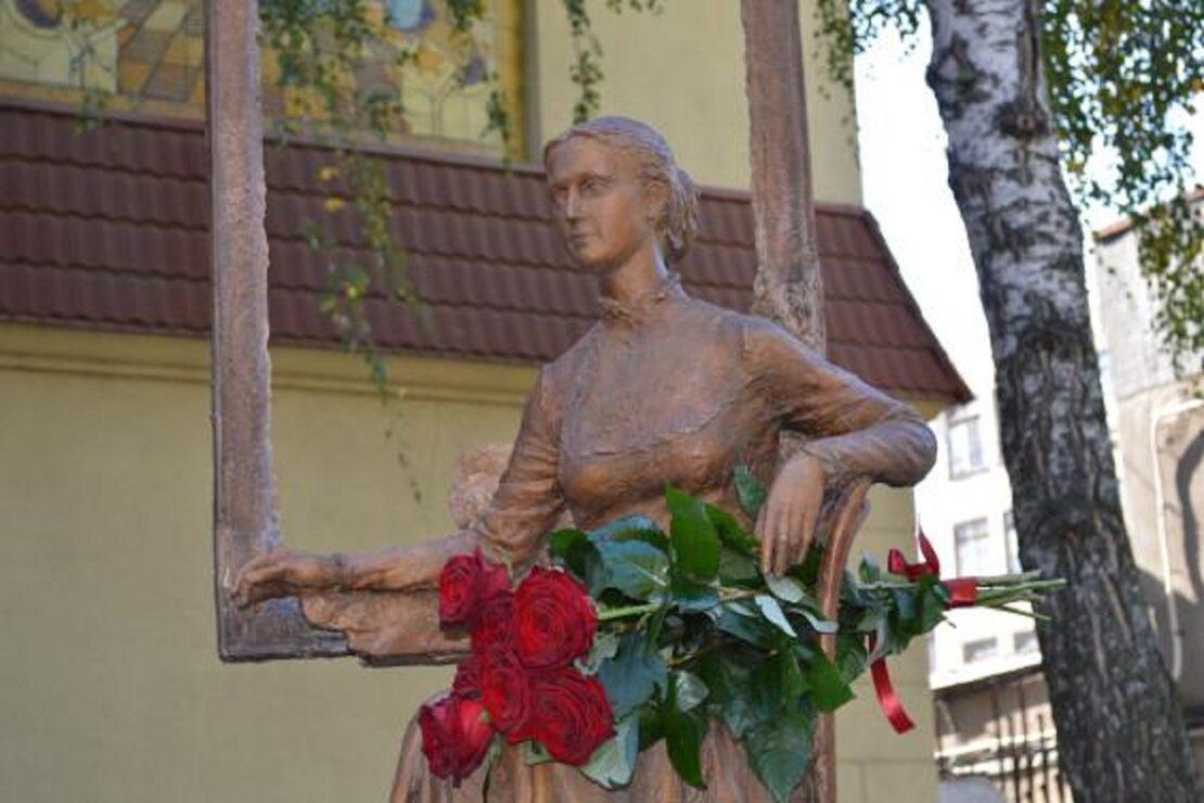 В Харькове открыли памятник художнице Марии Раевской-Ивановой